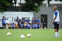 SANTOS, SP, 08 DE MARCO DE 2013 - TREINO SANTOS F.C. - Jogador Marcos Assunção durante treino do Santos F.C. na tarde desta sexta-feira no Centro de Treinamento Rei Pele na baixada santista.(FOTO: GUILHERME KASTNER / BRAZIL PHOTO PRESS)