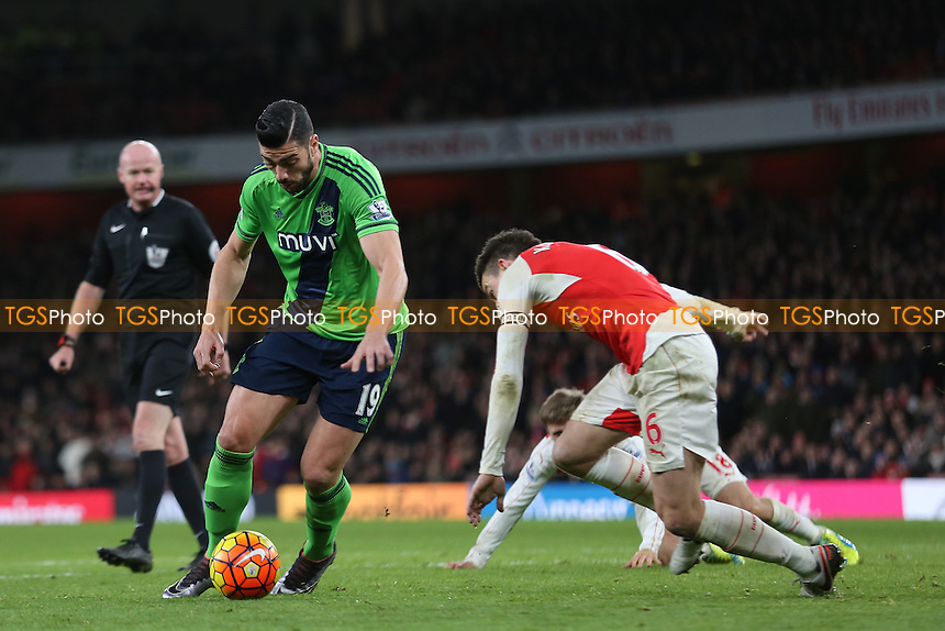 Graziano Pelle of Southampton creates a goalscoring opportunity in stoppage time during Arsenal vs Southampton, Barclays Premier League Football at the Emirates Stadium