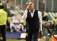 PALMIRA - COLOMBIA, 08-02-2020: Alfredo Arias técnico del Cali gesticula durante partido entre Deportivo Cali y América de Cali por la fecha 4 de la Liga BetPlay DIMAYOR I 2020 jugado en el estadio Deportivo Cali de la ciudad de Palmira. / Alfredo Arias coach of Cali gestures during match between Deportivo Cali and America de Cali for the date 4 as part of BetPlay DIMAYOR League I 2020 played at Deportivo Cali stadium in Palmira city . Photo: VizzorImage / Gabriel Aponte / Staff