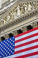 New York Stock Exchange, by architect George B Post draped with American flag, New York, United States of America RESERVED USE - NOT FOR DOWNLOAD -  FOR USE CONTACT TIM GRAHAM