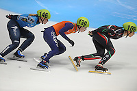 SHORTTRACK: DORDRECHT: Sportboulevard Dordrecht, 24-01-2015, ISU EK Shorttrack, Ekaterina KONSTANTINOVA (RUS | #146), Lara VAN RUIJVEN (NED | #139), Katrin MANOILOVA (BUL | #108), ©foto Martin de Jong