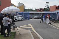 SAO PAULO, SP, 27 DE FEVEREIRO 2012 -Santo Andre - Movimento de Imprensa na porta do IML.O corpo de Mitchail Gabriel Perreira de nove anos e liberado do IML de Santo Andre  e seguir para o velorio na Vila Formosa.O Menino morreu depois de ser atropelado por um jet ski em uma represa dentro do Clube Náutico Tahiti, na rodovia Índio-Tibiriçá, km 42,5, em Ribeirão Pires.Na tarde de ontem (FOTO: ADRIANO LIMA / BRAZIL PHOTO PRESS).
