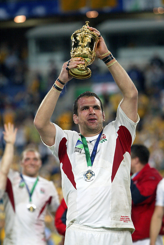 Photo: Pool Picture..Australia v England. Rugby World Cup Final, at the Telstra Stadium, Sydney. RWC 2003. 22/11/2003. .Martin Johnson kisses the William Webb-Ellis Trophy.
