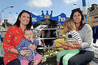 11-8-2014: Getting up close to the king are Pamella O'Riordan, Ella Mccarthy, Ali and Leah O'Riordan from Killorglin at Puck Fair, Killorglin on Monday.<br /> Picture by Don MacMonagle