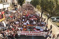 RIO DE JANEIRO, RJ, 23 AGOSTO 2013 - PASSEATA PROFESSORES RJ - Os professores do Rio de Janeiro após assembleia em que decidiram pela continuidade da greve geral seguem aos milhares em passeata pela av Presidente Vargas em direção a Cinelândia nessa sexta, 23. (FOTO: LEVY RIBEIRO / BRAZIL PHOTO PRESS)