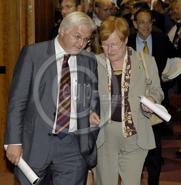 Brussels-Belgium - 01 September 2008---Extraordinary European Council, EU-summit under French Presidency on the situation in Georgia; here, Frank-Walter STEINMEIER (le), Minister for Foreign Affairs of Germany, with Tarja HALONEN (ri), President of Finland---Photo: Horst Wagner / eup-images