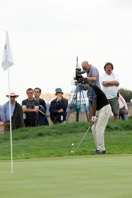 Jyoti Randhawa chips to the 10th hole in the final Round of the Open de Espana in Madrid...Photo NEWSFILE/Manus O'Reilly.(Photo credit should read Manus O'Reilly/NEWSFILE)....This Picture has been sent you under the condtions enclosed by:.Newsfile Ltd..The Studio,.Millmount Abbey,.Drogheda,.Co Meath..Ireland..Tel: +353(0)41-9871240.Fax: +353(0)41-9871260.GSM: +353(0)86-2500958.email: pictures@newsfile.ie.www.newsfile.ie.FTP: 193.120.102.198..