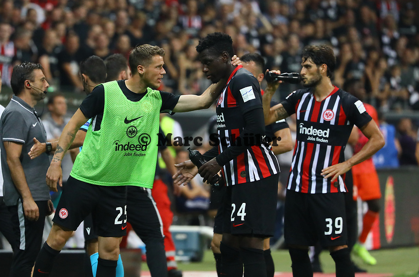 Erik Durm (Eintracht Frankfurt) mit Danny da Costa (Eintracht Frankfurt) - 29.08.2019: Eintracht Frankfurt vs. Racing Straßburg, UEFA Europa League, Qualifikation, Commerzbank Arena<br /> DISCLAIMER: DFL regulations prohibit any use of photographs as image sequences and/or quasi-video.