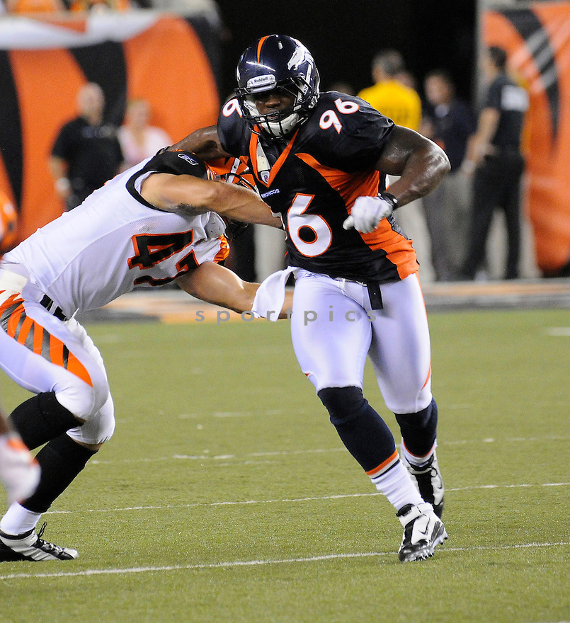 JOE MAYS, of the Denver Broncos  in action during the Broncos game against the Cincinnati Bengals at Paul Brown Stadium in Cincinnati, OH.  on August 20, 2010.  The Bengals beat the Broncos 22-9 in the second week of preseason games...