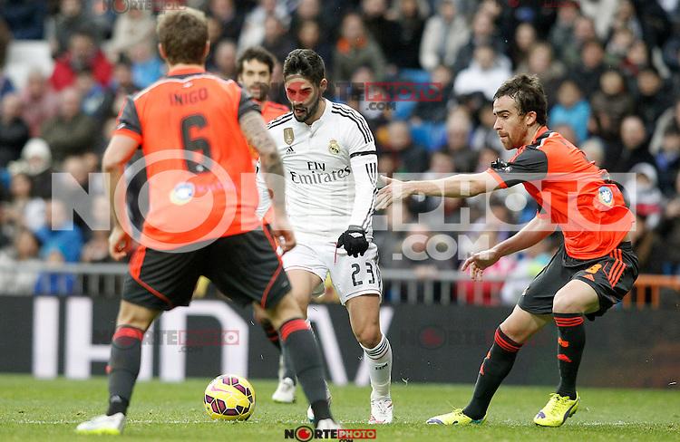 Real Madrid's Isco (c) and Real Sociedad's Inigo Martinez (l) and Mikel Gonzalez during La Liga match.January 31,2015. (ALTERPHOTOS/Acero) /NortePhoto<br /> /NortePhoto.com