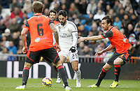 Real Madrid's Isco (c) and Real Sociedad's Inigo Martinez (l) and Mikel Gonzalez during La Liga match.January 31,2015. (ALTERPHOTOS/Acero) /NortePhoto<br />