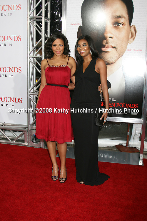 """Sanaa Lathan & Gabrielle Union arriving at the Premiere of """"Seven Pounds"""" at the Mann's Village Theater in Westwood, CA on December 15, 2008.©2008 Kathy Hutchins / Hutchins Photo..                ."""