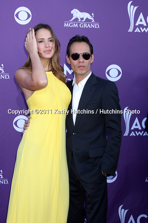 LAS VEGAS - APR 1:  Shannon de Lima; Marc Anthony arrives at the 2012 Academy of Country Music Awards at MGM Grand Garden Arena on April 1, 2010 in Las Vegas, NV.