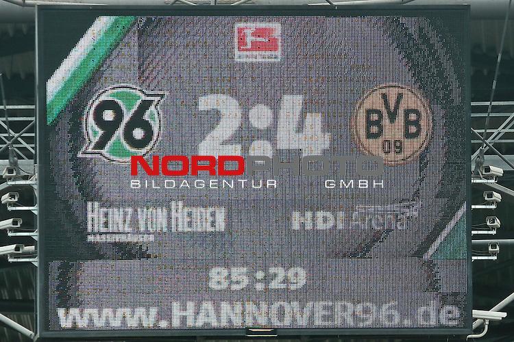 14.12.2014, Volkswagen Arena, Wolfsburg, GER, DFB-Supercup, VfL Wolfsburg vs FC Schalke 04, im Bild<br /> <br /> Endresultat 2:4 an der Anzeigetafel<br /> <br /> <br /> Foto &copy; nordphoto / Rust