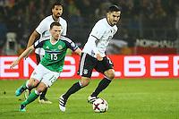 Ilkay Gündogan (Deutschland Germany) gegen Corry Evans (Nordirland, Northern Ireland)- 11.10.2016: Deutschland vs. Nordirland, HDI Arena Hannover, WM-Qualifikation Spiel 3