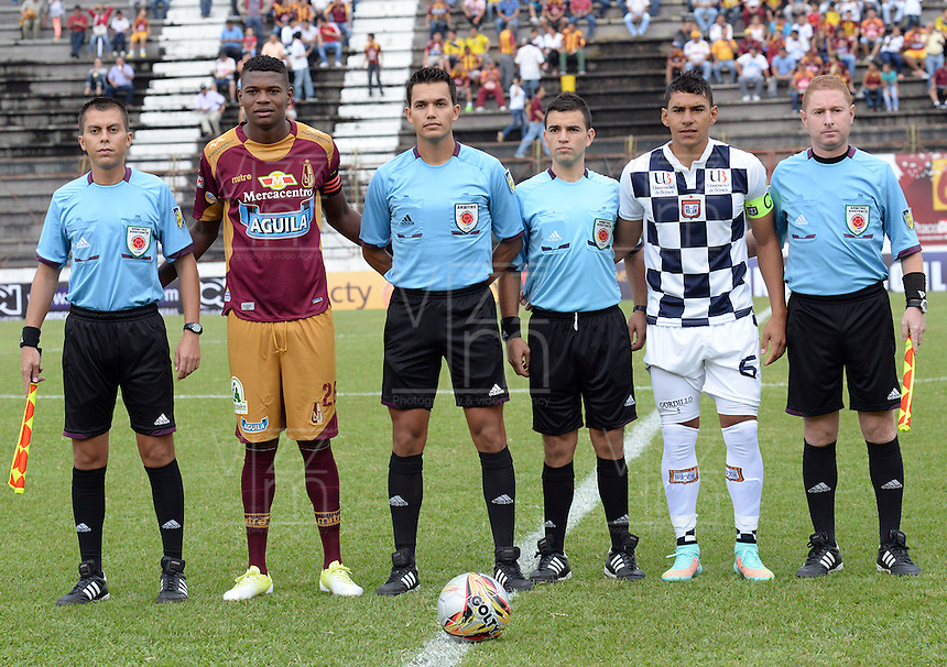 IBAGUE -COLOMBIA, 31-ENERO-2015. Nicolas Gallo ( 3 L to R)  arbitro durante el encuentro entre Deportes Tolima  y Chico FC por la fecha 1 de la Liga çguila I 2015 jugado en el estadio Manuel Murillo Toro de la ciudad de Ibague./ Nicolas Gallo (3 L TO R )  during the match between Deportes Tolima and Chico FC for the first date of the Aguila League I 2015 played at Mnauel Murillo Toro  stadium in Inague city<br />