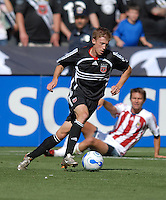 DC United midfielder Brian Carroll (16) controls the ball while Chivas USA looks on. DC United defeated Chivas USA 2-1, at RFK Stadium in Washington DC, Sunday May 6, 2007.