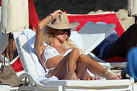 PAP0101371.VICTORIA SILVSTEDT AS USUAL IN ST BARTS AS USUAL WITH THE SAME BIKINI...PAP0101371.VICTORIA SILVSTEDT AS USUAL IN ST BARTS AS USUAL WITH THE SAME BIKINI...