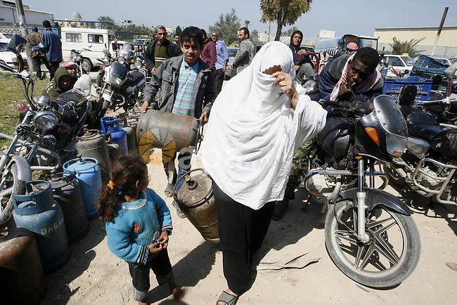 Palestinians wait to fill gas cylinders at a gas filling station in Khan Younis in the southern Gaza Strip March 8, 2012. Photo by Abed Rahim Khatib
