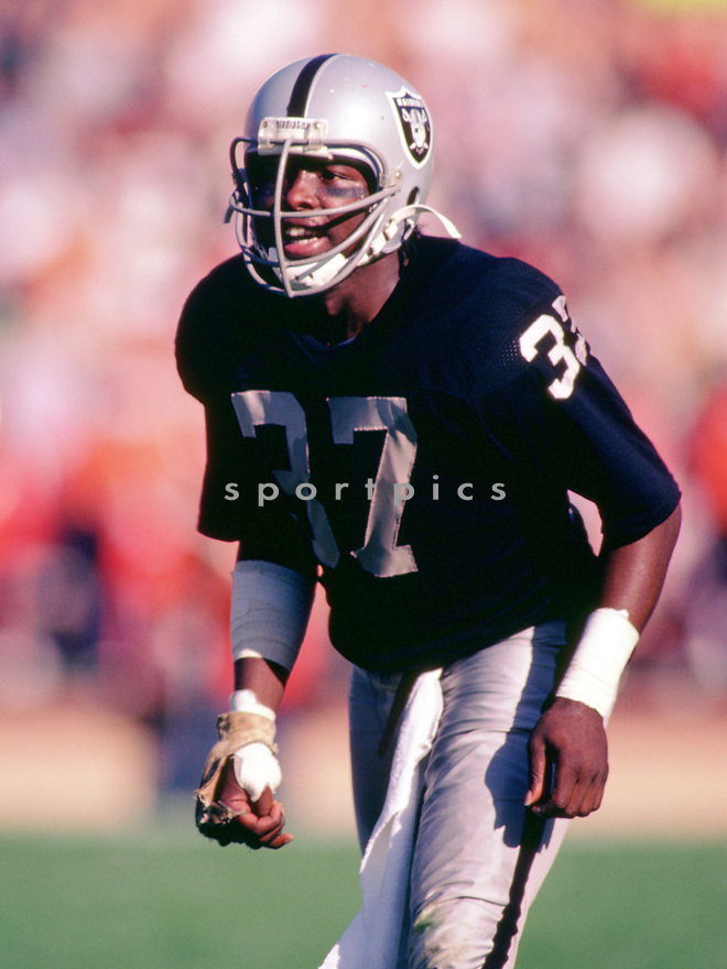 Oakland Raiders, Lester Hayes (85) during a game from his 1984 season with the Oakland Raiders. Lester Hayes played 10 years, all for the Oakland Raiders and was a 5-time Pro Bowler.(SportPics)