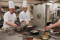 Europe/France/Aquitaine/64/Pyrénées-Atlantiques/Pays Basque/Guéthary: Restaurant Brikéténia- Martin Ibarboure  et  son fils David [Non destiné à un usage publicitaire - Not intended for an advertising use]