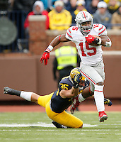 Ohio State Buckeyes running back Ezekiel Elliott (15) avoids the tackle attempt by Michigan Wolverines linebacker Joe Bolden (35) during the NCAA football game at Michigan Stadium in Ann Arbor on Nov. 28, 2015. Ohio State won 42-13. (Adam Cairns / The Columbus Dispatch)