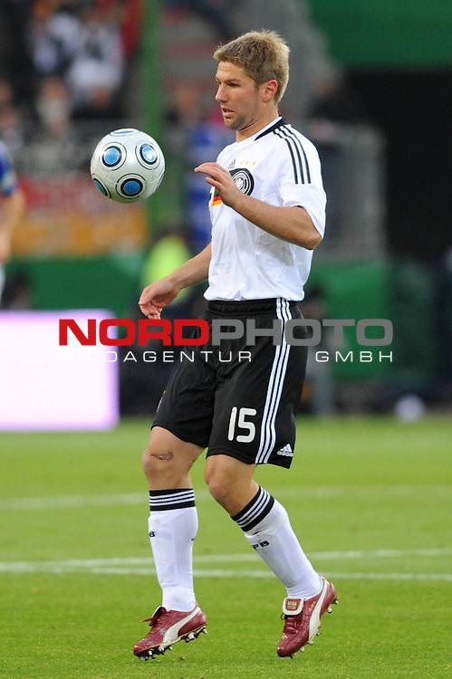 Fussball, L&permil;nderspiel, WM 2010 Qualifikation Gruppe 4  14. Spieltag<br />  Deutschland (GER) vs. Finnland ( FIN )<br /> Einzelaktion Thomas Hitzlsperger (GER #15) <br /> <br /> <br /> Foto &copy; nph (  nordphoto  )<br />  *** Local Caption *** <br /> <br /> Fotos sind ohne vorherigen schriftliche Zustimmung ausschliesslich f&cedil;r redaktionelle Publikationszwecke zu verwenden.<br /> Auf Anfrage in hoeherer Qualitaet/Aufloesung