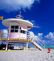 USA, Florida, Miami-Beach: Life-Guard Haeuschen im art-deco Stil | USA, Florida, Miami-Beach: Life-Guard, art-deco style