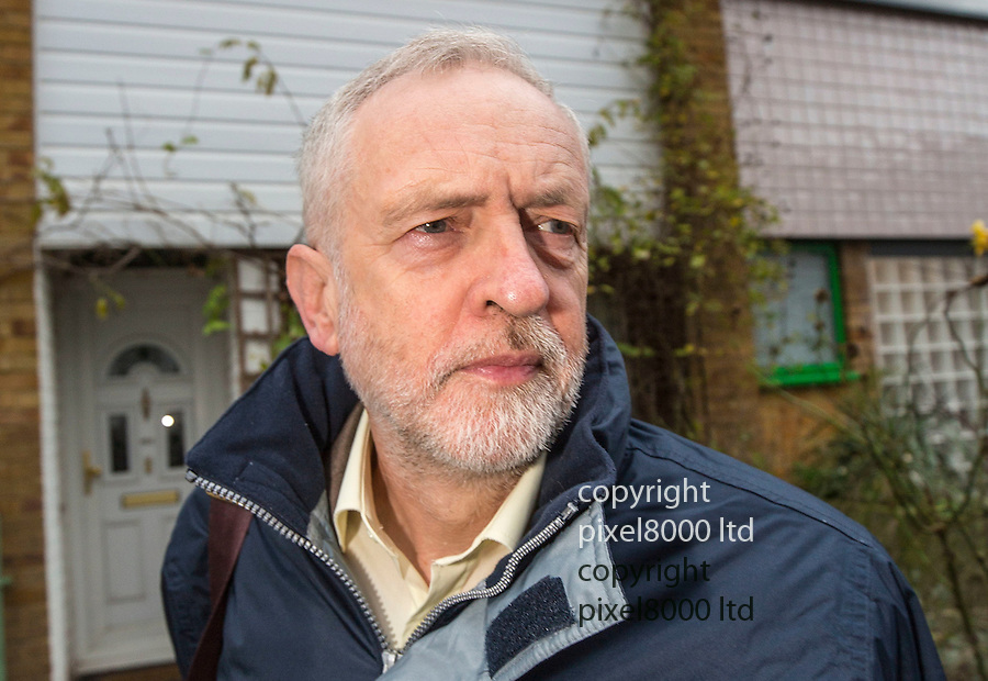 Pic shows: Labour leader Jeremy Corbyn leaves his North London home today on the way to crunch talks with cabinet colleagues over Syria<br /> 30.12.15<br /> <br /> <br /> Pic by Gavin Rodgers/Pixel 8000 Ltd