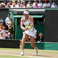 Vera Zvonereva (RUS) (21) against Serena Williams (USA) (1) in the final of the ladies singles. Serena Wiliams beat Vera Zvonereva 6-3 6-2..Tennis - Wimbledon Lawn Tennis Championships - Day 13 Sun 4th Jul 2010 -  All England Lawn Tennis and Croquet Club - Wimbledon - London - England..© FREY - AMN IMAGES  Level 1, Barry House, 20-22 Worple Road, London, SW19 4DH.TEL - +44 (0) 20 8947 0100.Email - mfrey@advantagemedianet.com.www.advantagemedianet.com