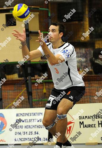 2010-12-04 / Volleybal / seizoen 2010-2011 / VC Herenthout / Michaël Verbiest..Foto: Mpics