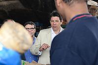 SAO PAULO, 09 DE AGOSTO DE 2012 - ELEICOES 2012 HADDAD - Candidato Fernando Haddad em visita a Coperativa de Catadores da baixada do Glicerio - Cooperglicerio na manha desta quinta feira, regiao central da capital. FOTO: ALEXANDRE MOREIRA - BRAZIL PHOTO PRESS