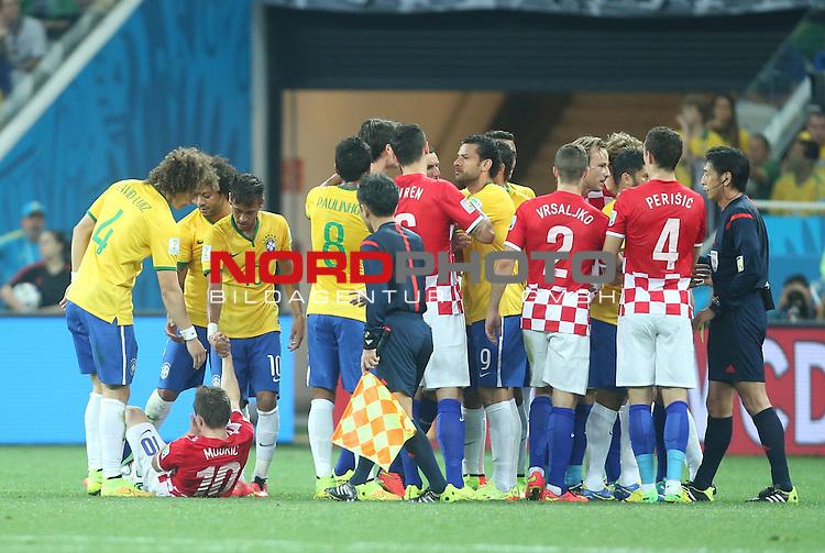2014 Fifa World Cup opening game from group A against Brazil and Croatia.<br /> Gelbe Karte f&uuml;r Neymar nach einem Foul an Modric<br /> <br /> <br /> Foto &copy;  nph / PIXSELL / Sajin Strukic