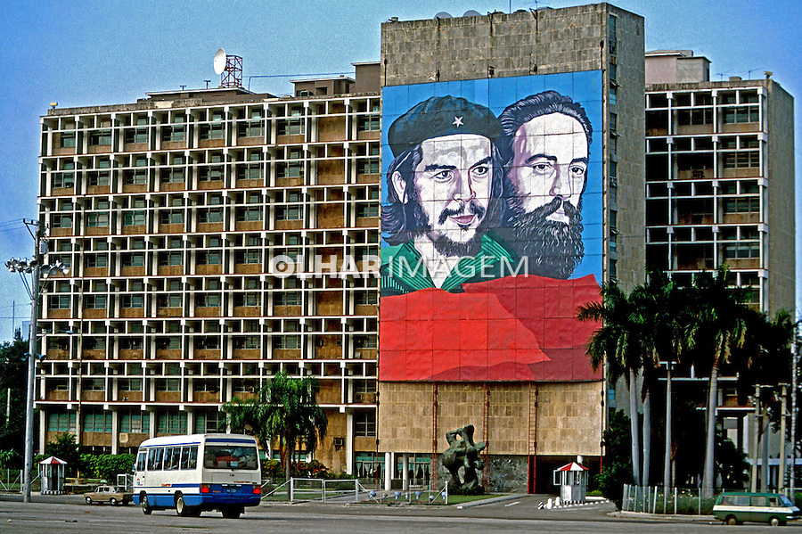 Cartazes de líderes da revolução. Havana. Cuba. 1984. Foto de Juca Martins.