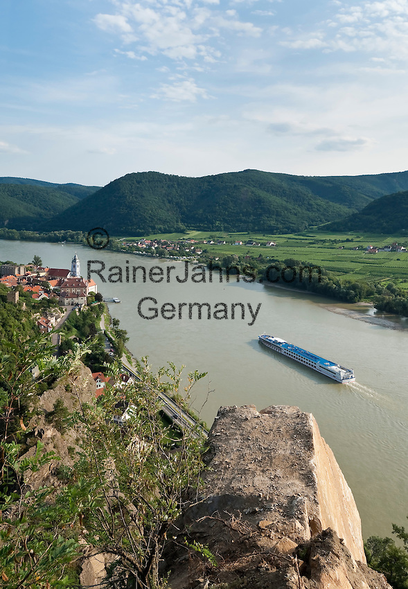 Austria, Lower Austria, UNESCO World Heritage Wachau, view from Vogelbergsteig towards wine town Duernstein with the blue-white tower of the Collegiate church across river Danube towards wine village Rossatzbach