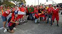 SAO PAULO – BRASIL, 28-06-2019: Hinchas de Chile llegan a apoyar a su equipo previo al partido por cuartos de final de la Copa América Brasil 2019 entre Colombia y Chile jugado en el Arena Corinthians de Sao Paulo, Brasil. / Fans Of Chile come to support their team prior the Copa America Brazil 2019 quarter-finals match between Colombia and Chile played at Arena Corinthians in Sao Paulo, Brazil. Photos: VizzorImage / Julian Medina / Cont /