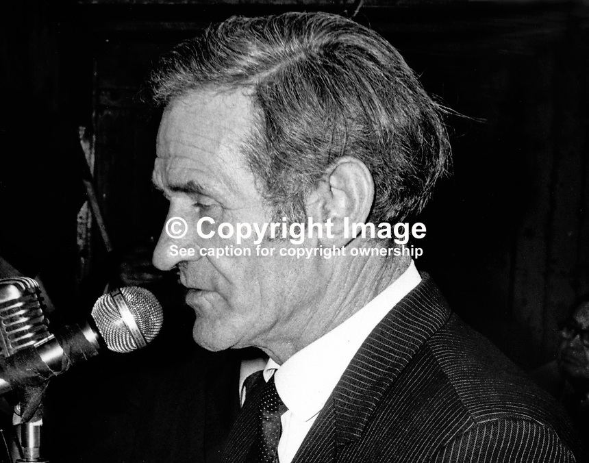 Paudge Brennan, TD, Fianna Fail, Rep of Ireland, speaking a political meeting in Letterkenny, Co Donegal, in support of Fianna Fail rebel TD Neil Blaney. 197111200470.<br />