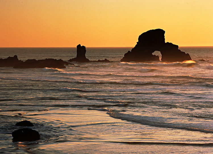 Sea stacks in the Pacific Ocean off the shore from Ecola State Park, Oregon, USA