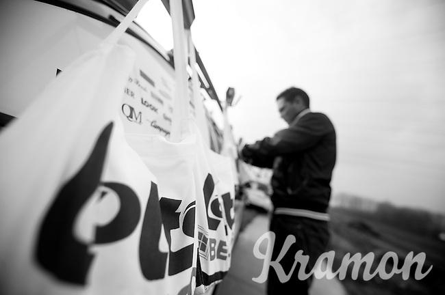 3 Days of West-Flanders, .day 2: Brugge-Kortrijk/Bellegem.prepping feed-bags.