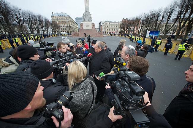 Protest gegen Marsch von ehemaligen <br /> lettischen SS-Angehoerigen in Riga.<br /> Am Freitag den 16. Maerz 2012 marschierten ehemalige SS-Angehoerige aus Lettland, der sog. &quot;Lettischen Legion&quot; der Waffen-SS, durch die Lettische Hauptstadt Riga. Sie wurden begleitet von ca. 2000 Sympathiesanten aus ueberwiegend aus Osteuropa Europa. Der Marsch findet seit 1998 jaehrlich statt. Am 16. Maerz 1944 hatten die lettischen SS-Divisionen angeblich ihre ersten Kaempfe gegen die Sowjet-Armee. 1998 und 1999 war der 16. Maerz lettischen Nationalfeiertag.<br /> Gegen diesen SS-Veteranen-Marsch protestierten ca. 100 Menschen aus Riga, sowie des Simon Wiesental Center aus Jerusalem, des European Jewish Parliament und des International Human Rights Movement.<br /> Im Bild: Ephraim Zuroff, Simon Wiesental Center, Jerusalem gibt ein Interview.<br /> <br /> March of former SS-Veterans from Latvia at Friday the 16th of March 2012 in Riga. The SS-Veterans where supported by neofascists and radical nationalists from mostly Europe.<br /> Against the SS-March demonstrate up to 100 people from Riga and the Simon Wiesental Center Jerusalem, the European Jewish Parliament and the International Human Rights Movement.<br /> Here: Ephraim Zuroff, Simon Wiesental Center, Jerusalem give an interview.<br /> 16.3.2012, Riga/Lettland<br /> Copyright: Christian-Ditsch.de<br /> [Inhaltsveraendernde Manipulation des Fotos nur nach ausdruecklicher Genehmigung des Fotografen. Vereinbarungen ueber Abtretung von Persoenlichkeitsrechten/Model Release der abgebildeten Person/Personen liegen nicht vor. NO MODEL RELEASE! Nur fuer Redaktionelle Zwecke. Don't publish without copyright Christian-Ditsch.de, Veroeffentlichung nur mit Fotografennennung, sowie gegen Honorar, MwSt. und Beleg. Konto: I N G - D i B a, IBAN DE58500105175400192269, BIC INGDDEFFXXX, Kontakt: post@christian-ditsch.de<br /> Bei der Bearbeitung der Dateiinformationen darf die Urheberkennzeichnung in den EXIF- und  IPTC-Daten nicht 