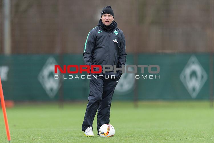 07.02.2016, Trainingsgelaende, Bremen, GER, 1.FBL, Training Werder Bremen<br /> <br /> im Bild<br /> Viktor Skripnik (Trainer Werder Bremen), <br /> <br /> Foto &copy; nordphoto / Ewert