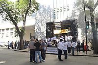 RIO DE JANEIRO, RJ, 08 AGOSTO 2012 - GREVE DA POLICIA FEDERAL - Policiais Federais em greve fazem protesto em frente a sede da Policia Federal na Praca Maua, centro do rio..(FOTO: MARCELO FONSECA / BRAZIL PHOTO PRESS).
