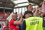 12.05.2018, OPEL Arena, Mainz, GER, 1.FBL, 1. FSV Mainz 05 vs SV Werder Bremen<br /> <br /> im Bild<br /> Rouven Schr&ouml;der / Schroeder (Sportvorstand 1. FSV Mainz 05) und Sandro Schwarz (Trainer 1. FSV Mainz 05) auf Fan-Zaun / bei Fans, <br /> <br /> Foto &copy; nordphoto / Ewert