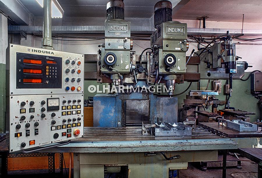 Maquinas de industria de moldes. SP. Foto de Juca Martins.