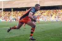 Picture by Allan McKenzie/SWpix.com - 11/02/2018 - Rugby League - Betfred Super League - Castleford Tigers v Widnes Vikings - the Mend A Hose Jungle, Castleford, England - Castleford's Greg Minikin going on to score a try against Widnes.