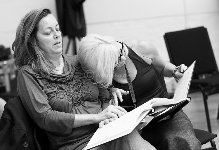 """King Lear"" rehearsed reading rehearsals. Old Vic Theatre. Director: Jonathan Miller. L to R: Greta Scacchi, Felicity Dean."