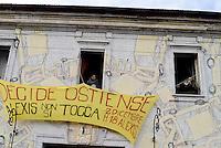 Roma, 10 Gennaio 2017<br /> La polizia tenta di sgomberare lo spazio occupato Alexis, dove decine di giovani precari abitano da anni e hanno dato vita ad uno spazio culturale.<br /> La resistenza degli e delle occupanti e la solidarietà di centinaia di giovani hanno fatto aprire una trattativa con il Comune.