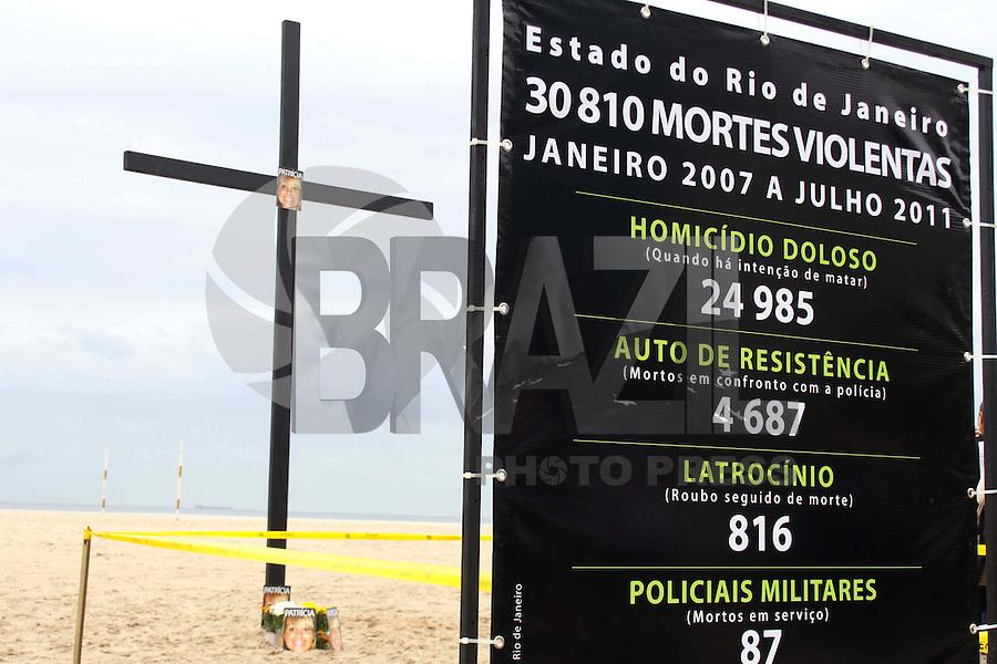 RIO DE JANEIRO,01 DE  NOVEMBRO DE 2011- Um protesto na  praia de Copacabana organizado pela  ONG Rio de Paz, pede  justi&ccedil;a  pela  impunidade de  v&iacute;timas da  cidade  do Rio de Janeiro. Familiares Juiza  Patr&iacute;cia Aciole,  Gabriella santiago, Patr&iacute;cia  Amieiro participam  do evento.<br /> Local : Praia  de  Copacabana-RJ<br /> Foto: Guto Maia /  News Free