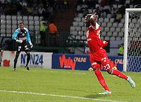 MANIZALES -COLOMBIA, 26-04-2014. Jefferson Cuero jugador de Independiente Santa Fe celebra un gol anotado a Once Caldas durante partido por los cuartos de Final de la Liga Postobón I 2014 jugado en el estadio Palogrande de la ciudad de Manizales./  Jefferson Cuero player of Independiente Santa Fe celebrates a goal scored to Once Caldas during match for the quarter-finals of the Postobon  League I 2014 at Palogrande stadium in Manizales city. Photo: VizzorImage/Santiago Osorio/STR