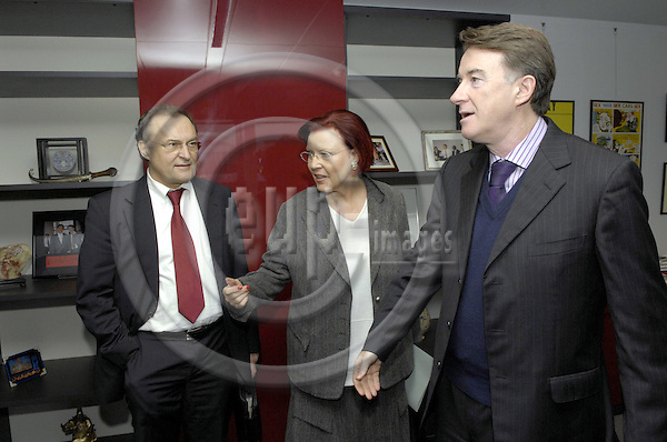 Brussels-Belgium - 30 January 2007---Peter MANDELSON (ri), European Commissioner in charge of Trade, receives Ms. Heidemarie WIECZOREK-ZEUL (ce), German Federal Minister for Economic Cooperation and Development (BMZ), and Dr. Michael HOFMANN (le), Director-General at BMZ---Photo: Horst Wagner/eup-images